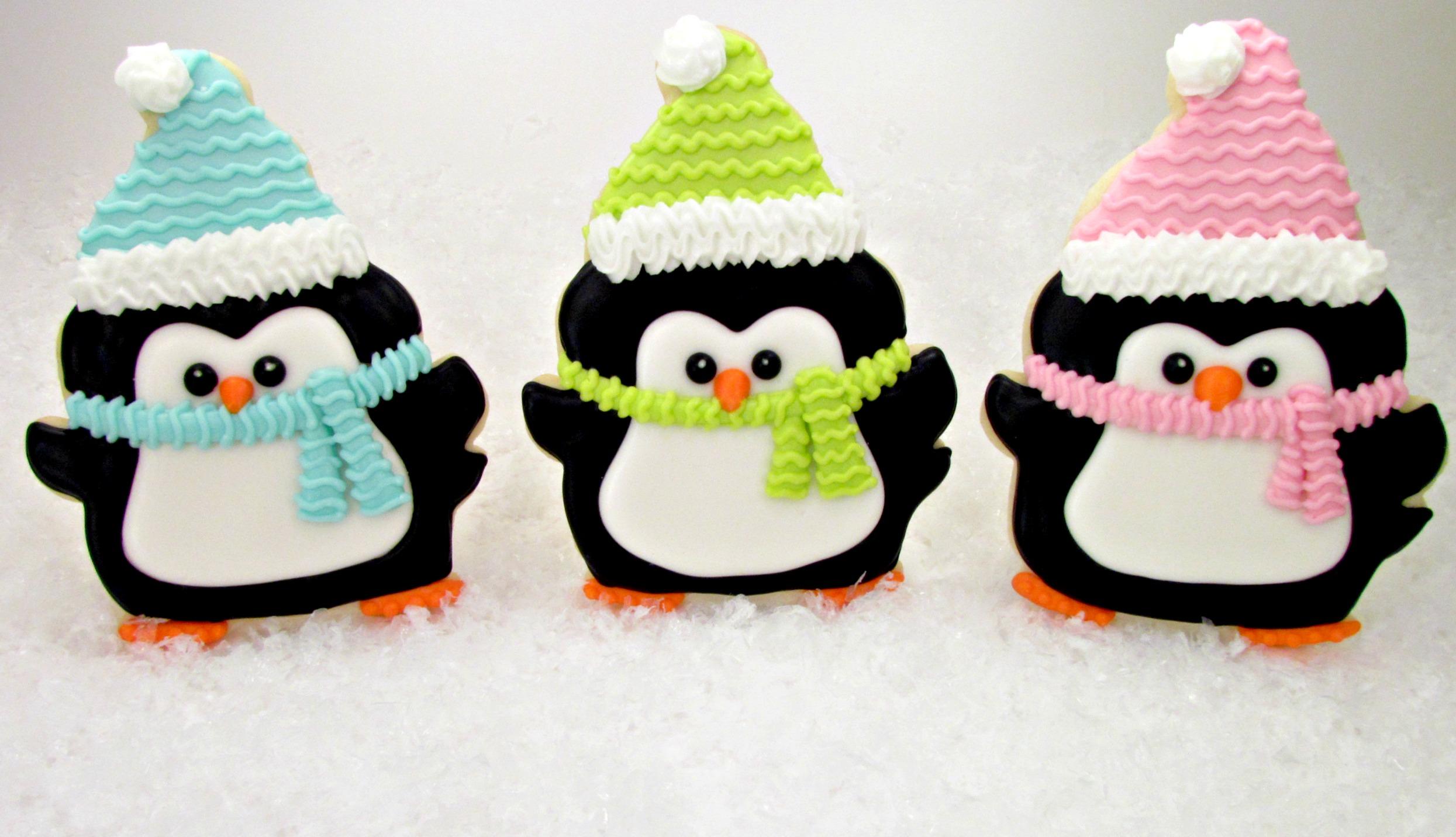 penguin cookies decorated christmas cookies via wwwthebearfootbakercom