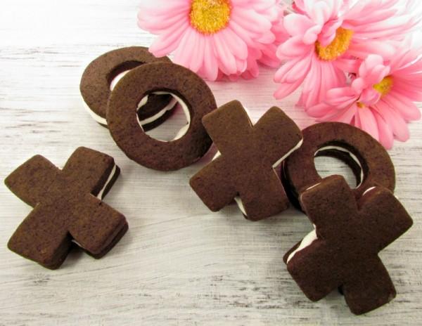 Whoopie Pie Cookies thebearfootbaker.com