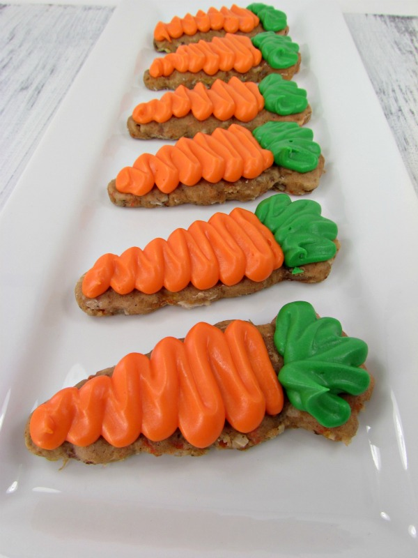 carrot cake cookies decorated as carrots