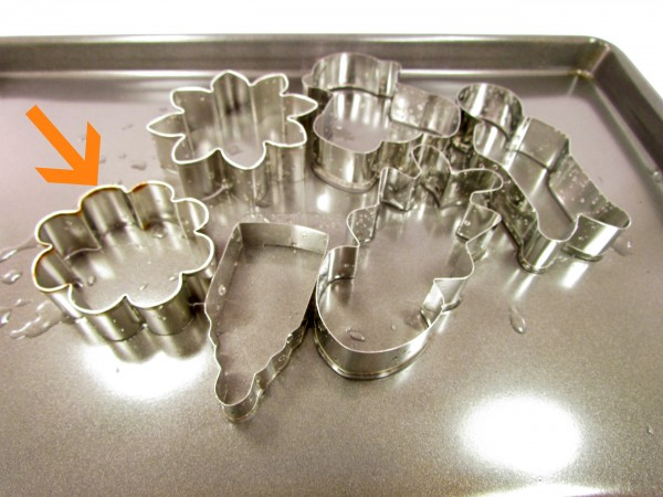 How to Dry Cookie Cutters www.thebearfootbaker.com