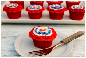 Patriotic Cupcakes by thebearfootbaker.com