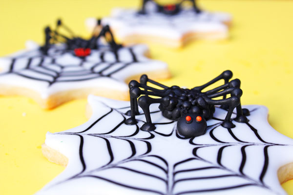 """Creepy-3D-Spider-Cookies"""