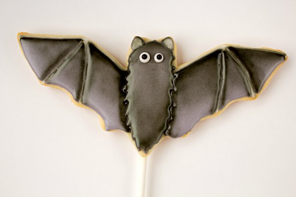 bat cookies, Halloween Cookies, sugar cookies on a stick, airbrushed halloween cookies, airbrushed cookies, The Bearfoot Baker