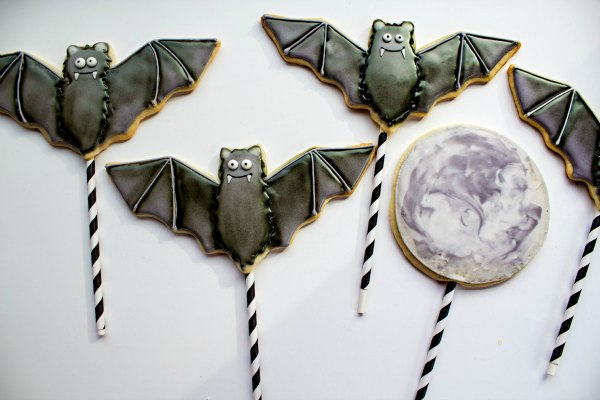 Bat and Moon Cookies thebearfootbaker.com