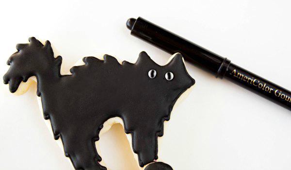 Scar-D-Cat Cookies thebearfootbaker.com
