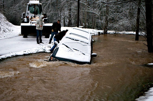 Jeep in a Creek- Snow Day Snowmen Cookies via www.thebearfootbaker.com