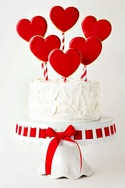 Simple Valentine's Cake | The Bearfoot Baker