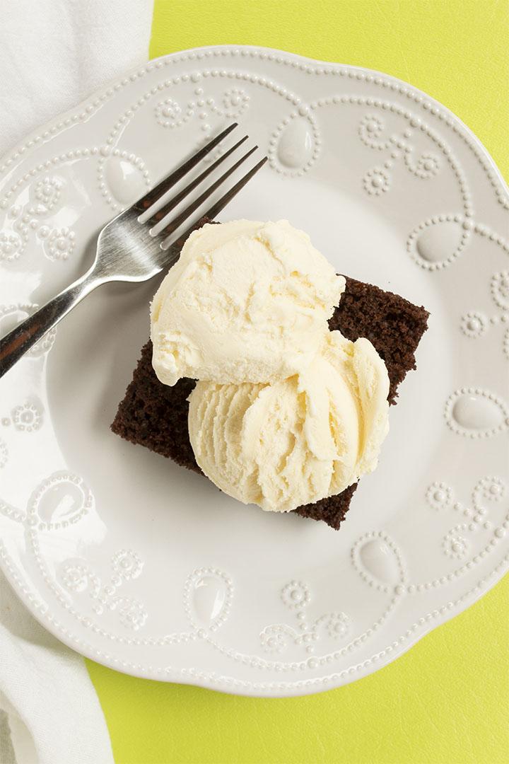 hot fudge cake, desserts, cake, chocolate, chocolate cake, fudge, ice cream, The Bearfoot Baker