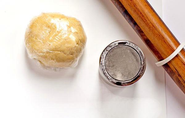 Flour Sifter by The Bearfoot Baker