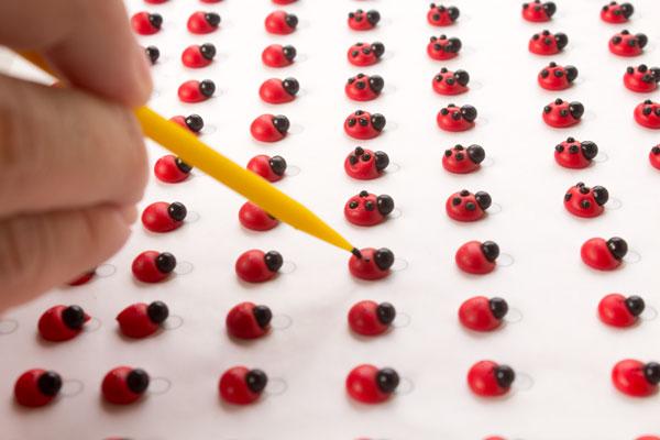 Edible ladybug decorations by www.thebearfootbaker.com