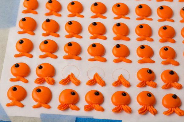 Goldfish edible decorations by www.thebearfootbaker.com