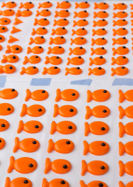 Goldfish layon with template by www.thebearfootbaker.com