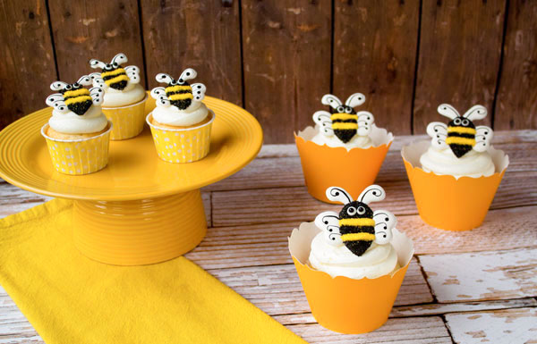 Bee-Royal-Icing-Transfers-by-thebearfootbaker.com