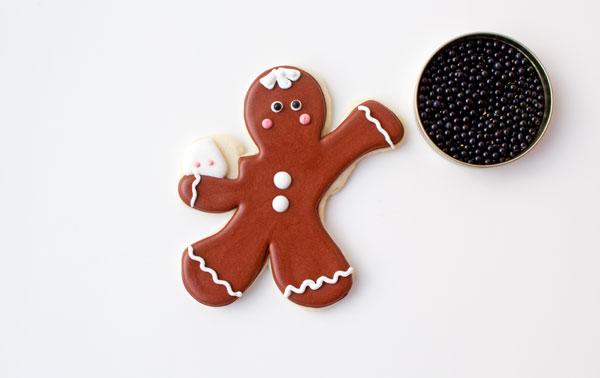 Cute Gingerbread Men Coffee Cup Cookies thebearfootbaker.com