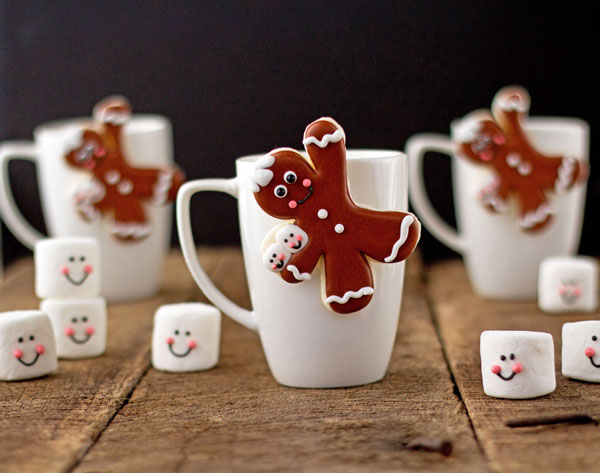 Easy Gingerbread Men Coffee Cup Cookies thebearfootbaker.com
