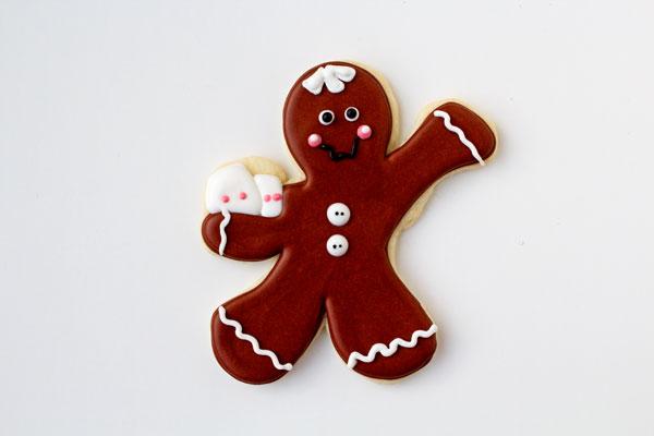Simple Gingerbread Men Coffee Cup Cookies thebearfootbaker.com