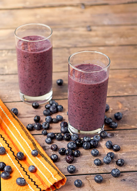 Blueberry Banana Smoothie www.thebearfootbaker.com