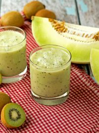 Honeydew Kiwi Lime Smoothie thebearfootbaker.com