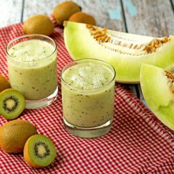 Honeydew Kiwi Lime Smoothie thebearfootbaker.com