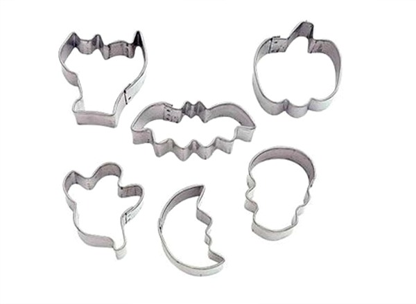 Halloween Royal Icind Transfers Mini Halloween Cookie Cutters via thebearfootbaker.com