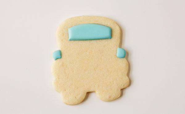 Sweet Sugar Belles Bus Cutter with thebearfootbaker.com
