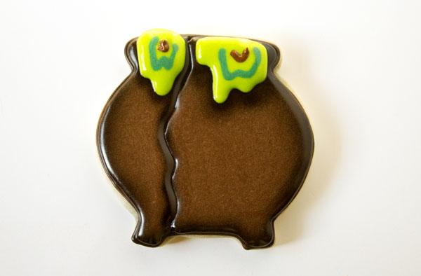 Cauldron Cookies with thebearfootbaker.com