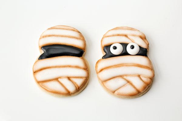 Cute Little Monster Cookies via thebearfootbaker.com