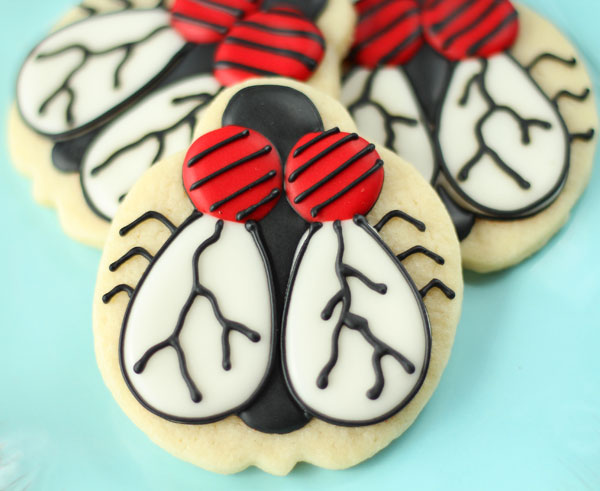 Fun Halloween Treats Fly-Cookies via thebearfootbaker.com