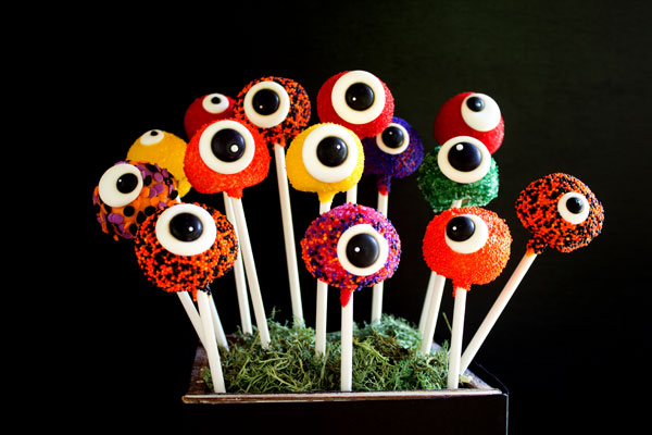 Fun Halloween Treats Monster Cake Pops with Royal Icing Eye via thebearfootbaker.com