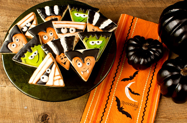 Halloween Cookies via www.thebearfootbaker.com