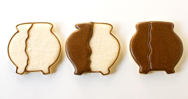 Simple Cauldron Cookies via thebearfootbaker.com