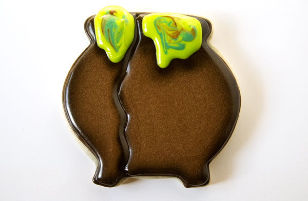Simple Cauldron Cookies with thebearfootbaker.com
