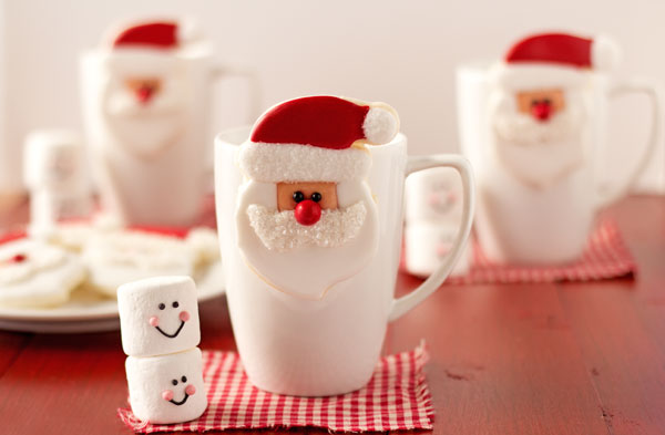 Cute Santa Cookies that Hang on a Cup via www.thebearfootbaker.com