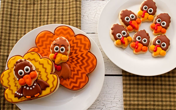 Easy Chevron Turkey Cookies via www.thebearfootbaker.com