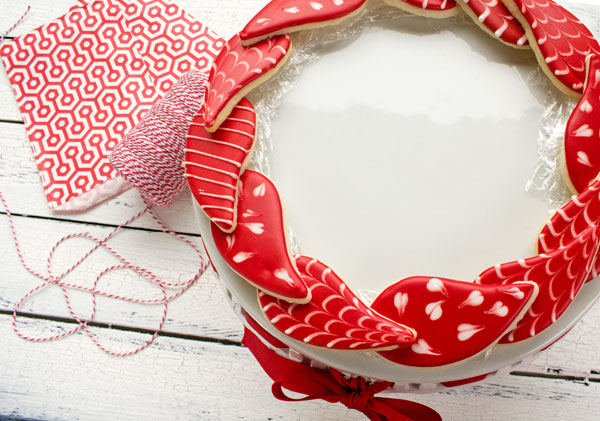 Easy Christmas Wreath Cookies with thebearfootbaker.com