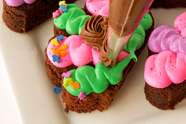 Fun Simple Turkey Brownies with the New Funfetti Color Frosting www.thebearfootbaker.com