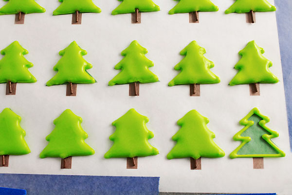 Simple-Christmas-Royal-Icing-Transfers-thebearfootbaker.com_