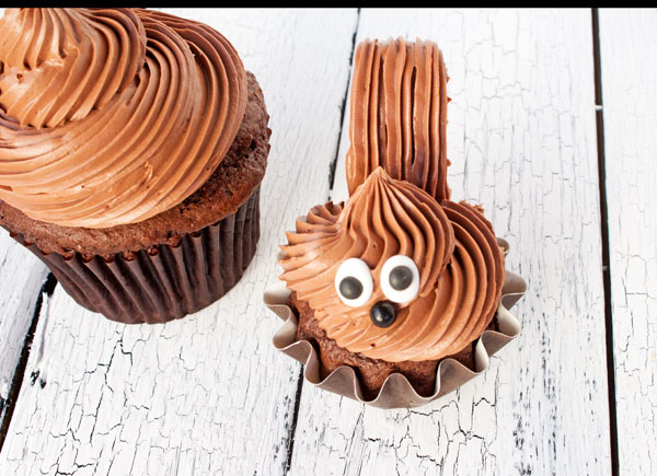 Simple Squirrel Cupcakes via www.thebearfootbaker.com
