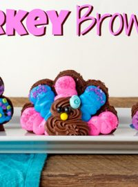 Simple Turkey Brownies made with Pillsbury Funfetti Frosting via thebearfootbaker.com