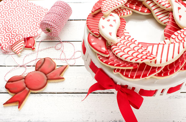 Super Cute Christmas Wreath Cookies via thebearfootbaker.com