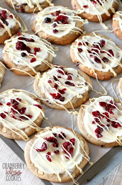 20+ Christmas Cookie Recipes via thebearfootbaker.com Cranberry Bliss Cookies by Cookies and Cups Aren't these beautiful!