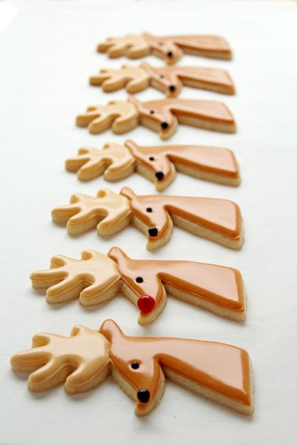 Cute Reindeer Cookies via thebearfootbaker.com