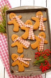 Gingerbread Men Cookies as Decorations via www.thebearfootbaker.com