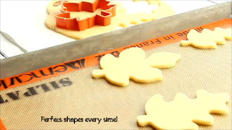 How to Cut Out Perfect Sugar Cookies Every Time thebearfootbaker.com