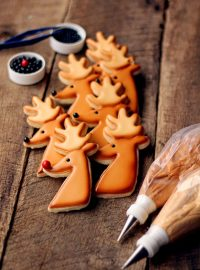 Reindeer Cookies for Christmas Decorated Christmas Cookies via www.thebearfootbaker.com