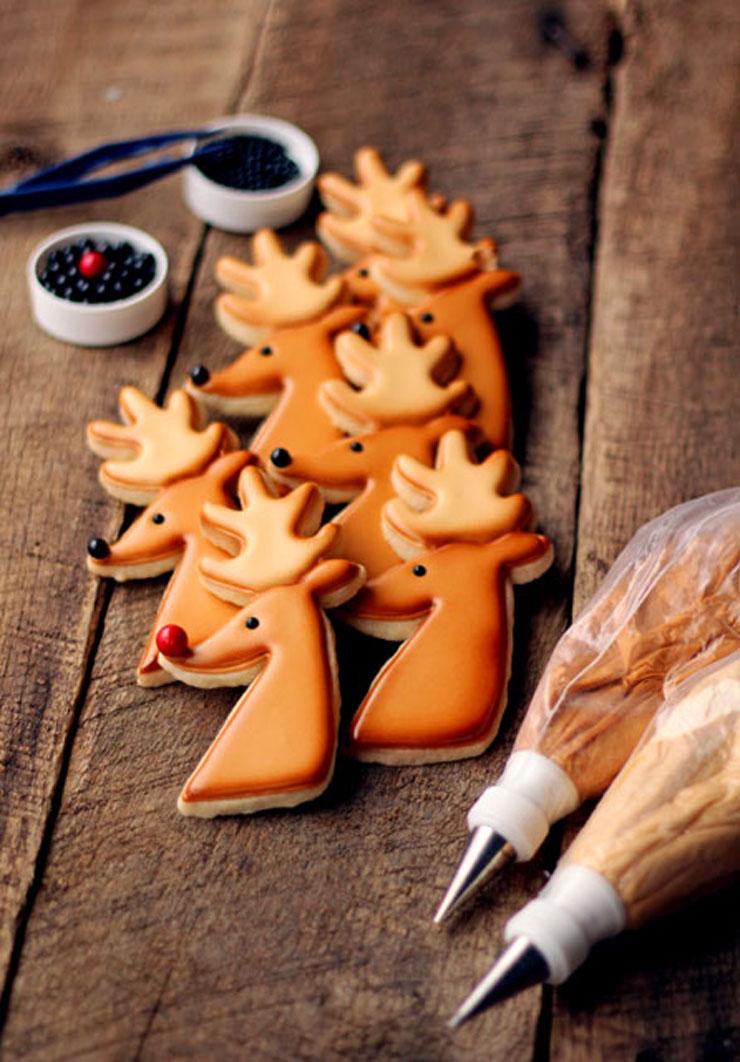 Reindeer Cookies for Christmas Decorated Christmas Cookies via www.thebearfootbaker.com