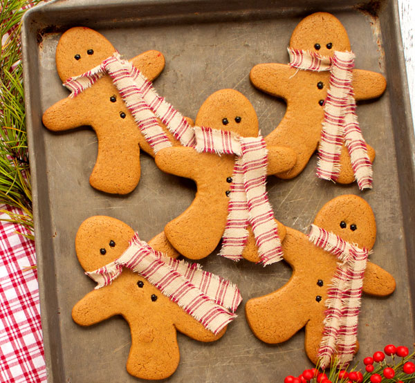 Simple Gingerbread Men Cookies as Decorations via thebearfootbaker.com
