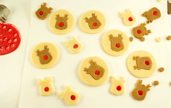 Simple Reindeer Cookies via www.thebearfootbaker.com