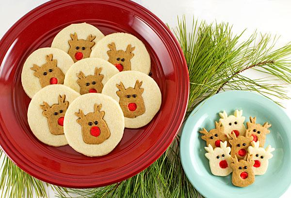 Simple Reindeer Cookies with www.thebearfootbaker.com