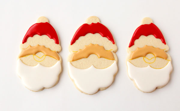 Simple Santa Cookies with www.thebearfootbaker.com